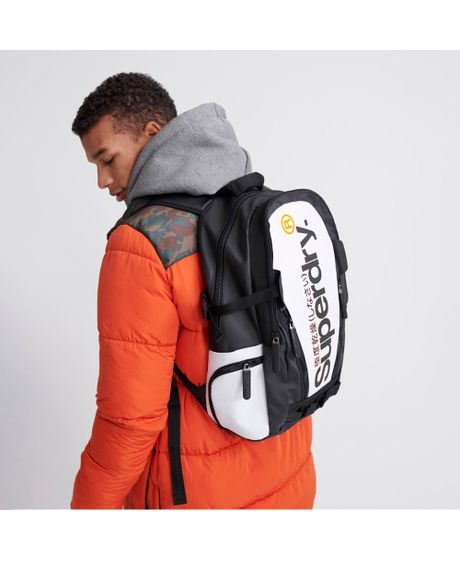 bolso-para-hombre-white-tarp-backpack-superdry